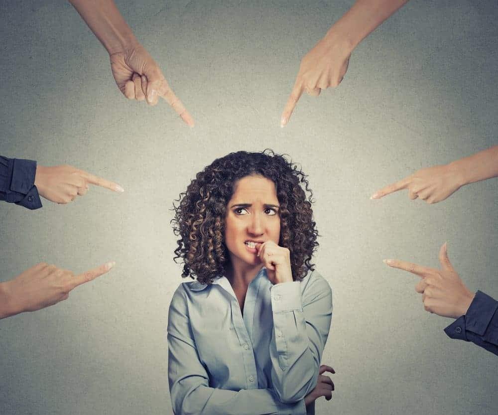 Lo scaricabarile: evitare le responsabilità per non sentirsi in colpa